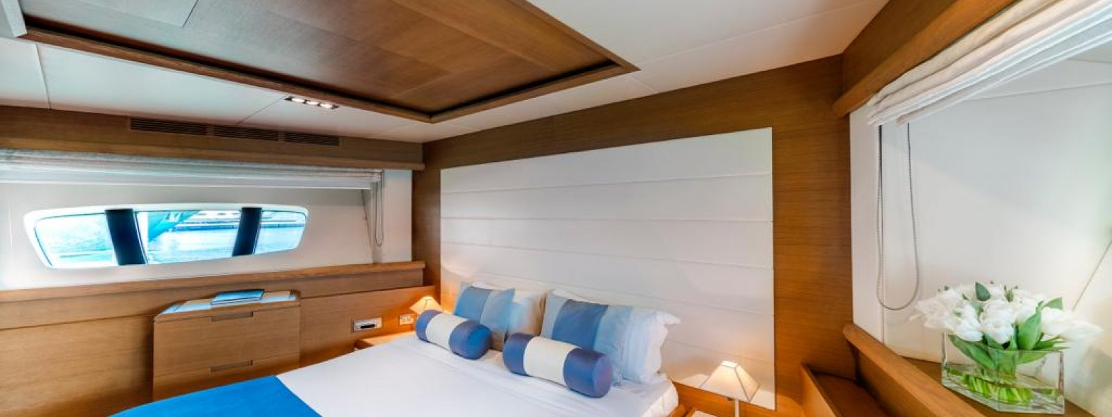 Azimut Yacht Bedroom