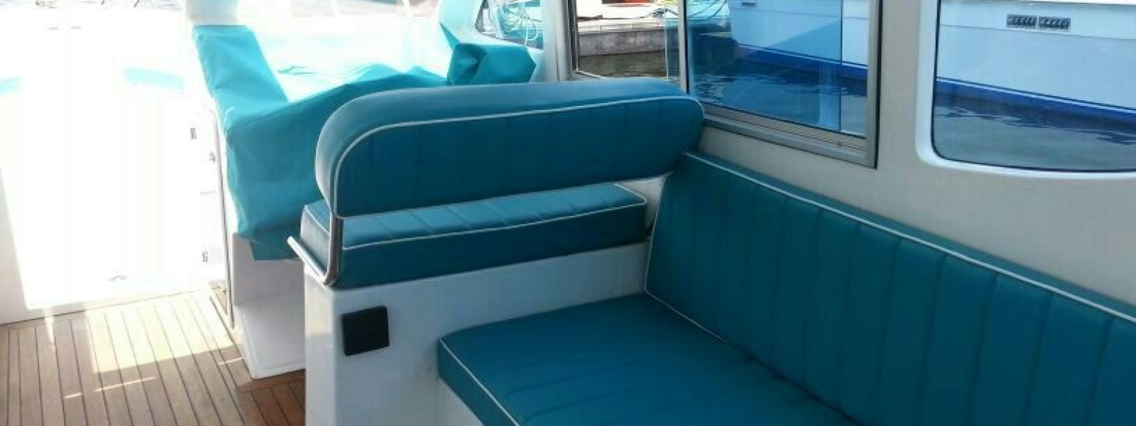 Sitting lounge of Cozmo 41 Seamaster Boat