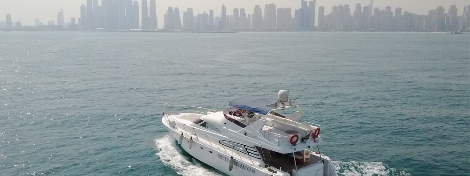 Cozmo 75 - Fairline Squadron top view at cruising