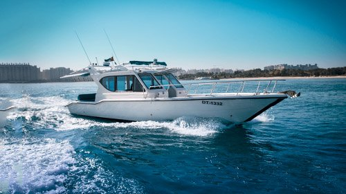 Charter Cozmo 41 Seamaster Yacht. Good for fishing trips.