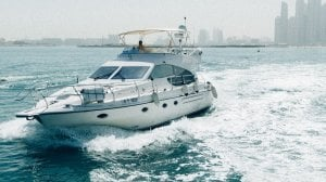 Chartered cozmo 52 sea breeze yacht